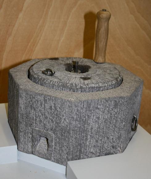 Handmühle nach gotischem Vorbild